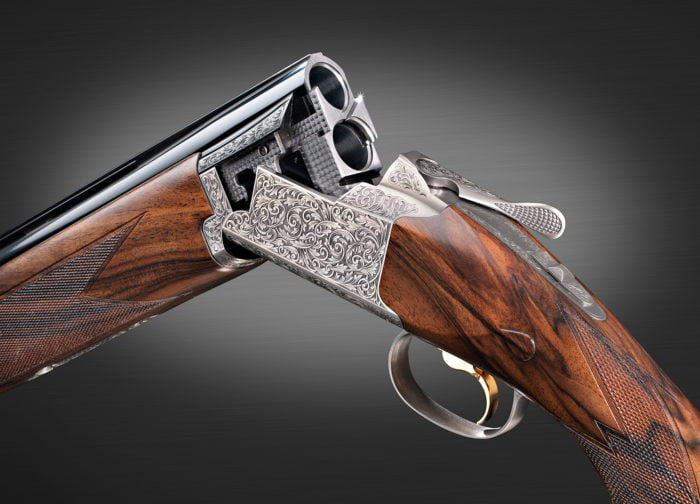 Browning 725 Sporter G5 12 gauge. An exquisite engraving and a superb walnut stock. A true masterpiece.